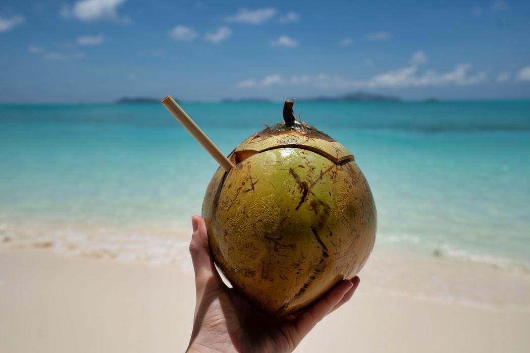 Чистим зубы кокосовым маслом: отбеливание и исчезновение кариеса?